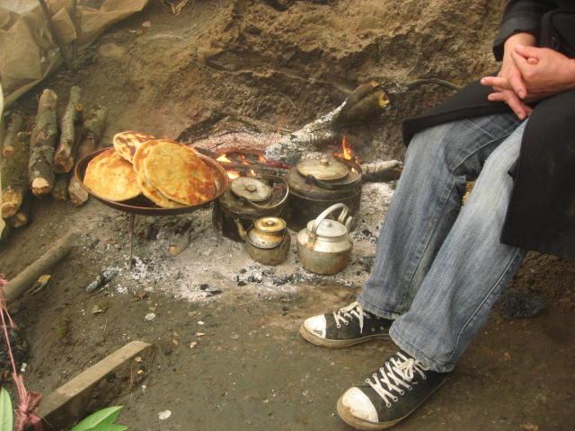 Pan y té al fuego de Irán