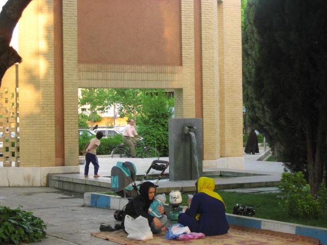 iranies sentados