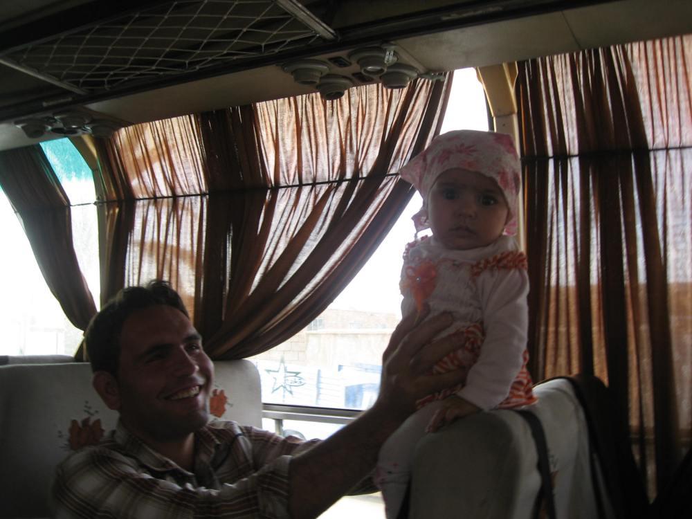papá y niña irán