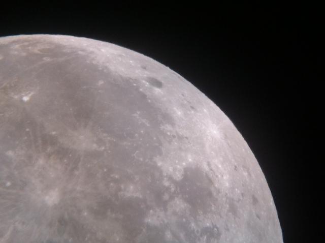 luna en telescopio