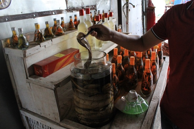 alcohol de serpiente mekong