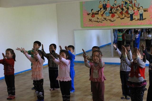 niños norcoreanos cantando
