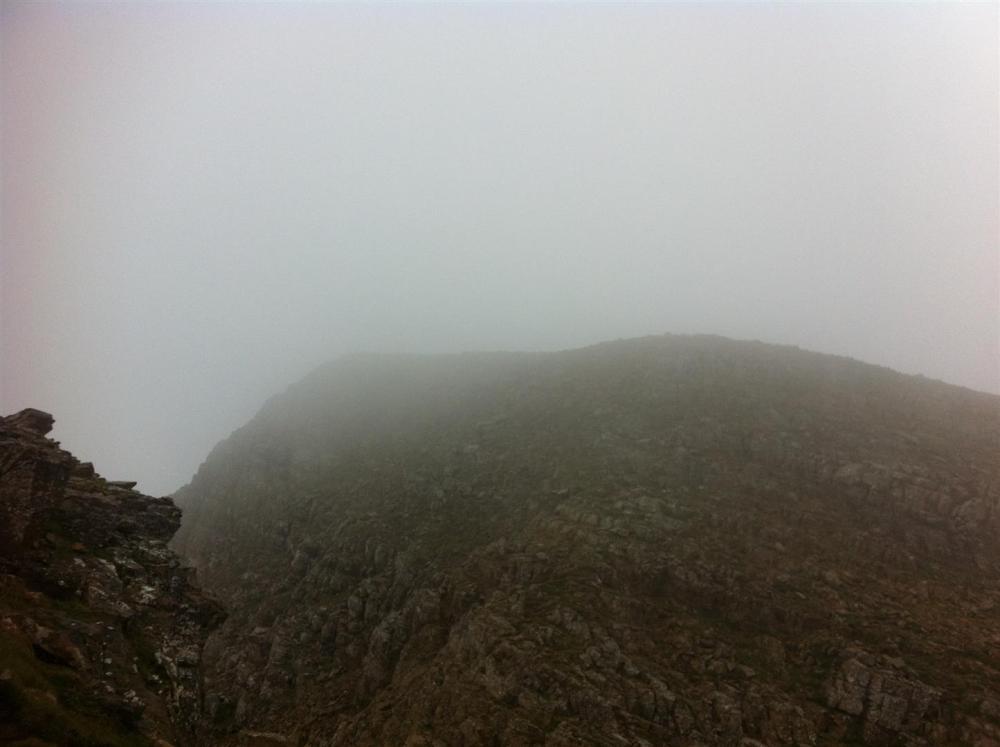 cima aspe con niebla
